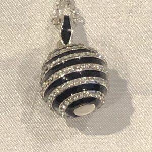 WH|BM Black & Sliver Round Sparkling Necklace